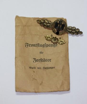 Frontflugspange für Zerstörer in Gold mit Sternhänger, Hst. Osang, in Verleihungstüte Osang - Militaria-Berlin