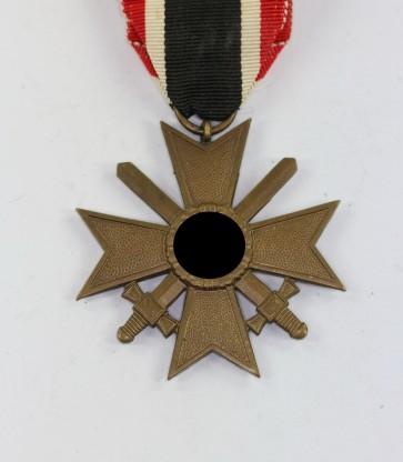 Kriegsverdienstkreuz 2. Klasse mit Schwertern, Buntmetall - Militaria-Berlin