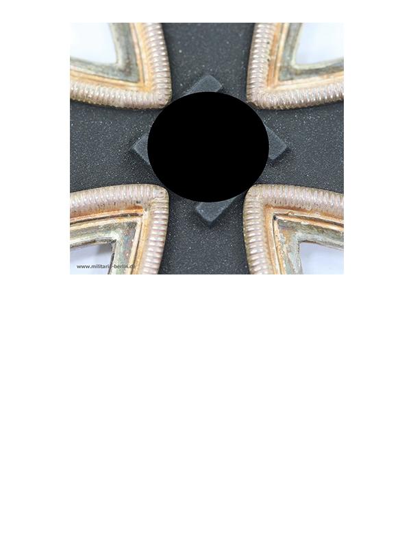 3 Ritterkreuz des Eisernen Kreuzes, Hersteller Juncker, liegende 2